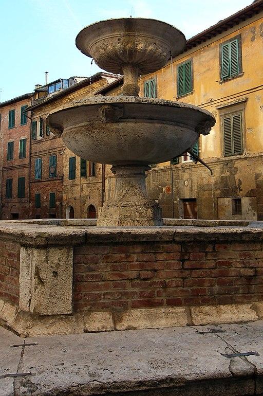 Siena, Fontana dei Pispini