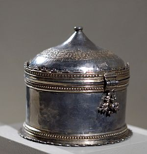 Pyx - Silver gilt pyx, south of France or Spain, 15th century (Musée de Cluny).
