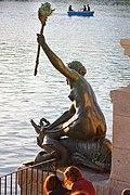 Sirena del Monumento a Alfonso XII.jpg