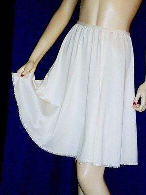 Slip (clothing) - A modern-day half slip