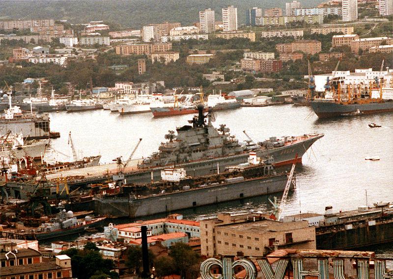 File:Soviet aircraft carrier Minsk in Vladivostok.jpg