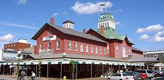 Saint-Hyacinthe, Quebec - Image: St Hyacinthe Marché Centre 2005 cropped