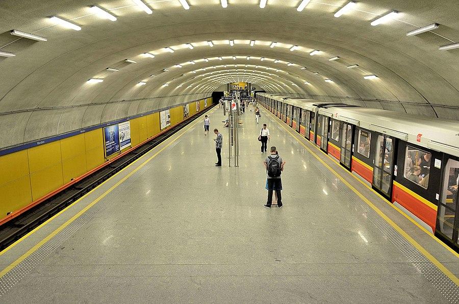 Wierzbno metro station