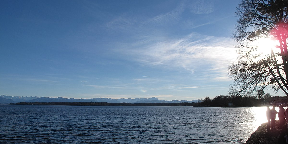 File Starnberger See Ufer Tutzing Alpenkette A Jpg Wikimedia Commons