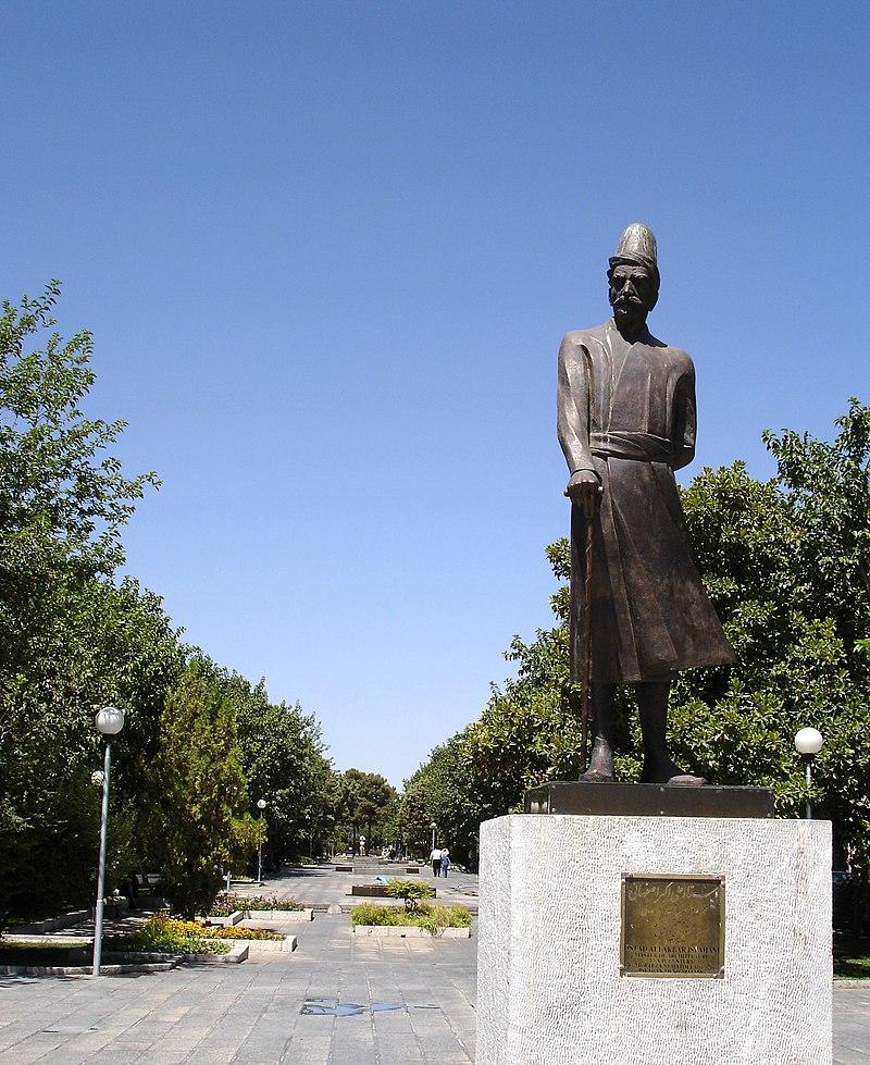 مجسمه علی اکبر اصفهانی در اصفهان