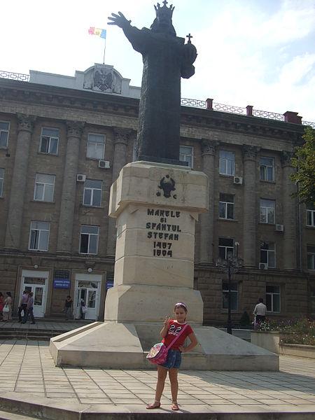 File:Stefan el grande, Balti, Moldova.JPG