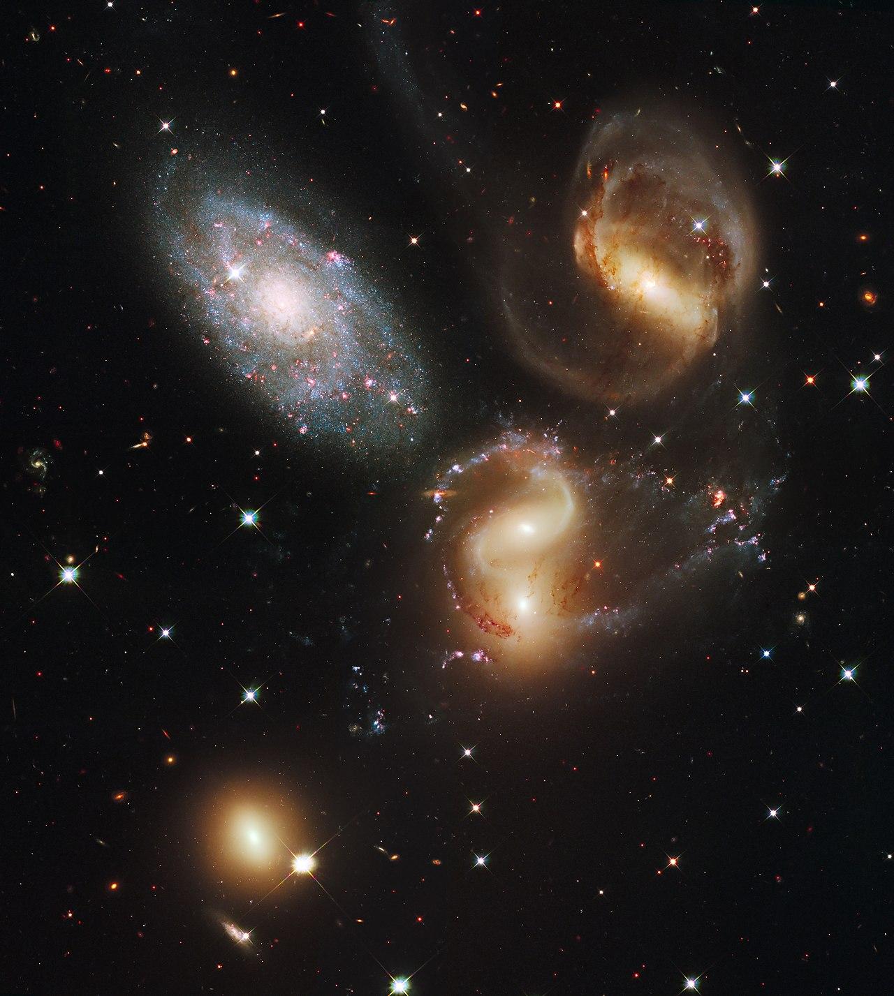 Spehan's quinten, opticky pätica, reálne len štvorica galaxií, ktoré sa pravdepodobne zrazia a vytvoria jednu.