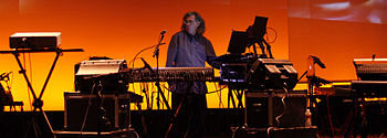 English: Steve Roach performing at SoundQuest ...