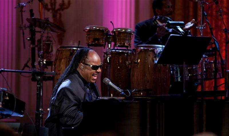 File:Stevie Wonder performs.jpg