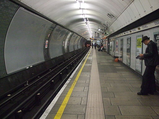 Stockwell station Northern southbound look north