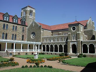 Subiaco Abbey (Arkansas) - Abbey cloister with a view of the Abbey Church
