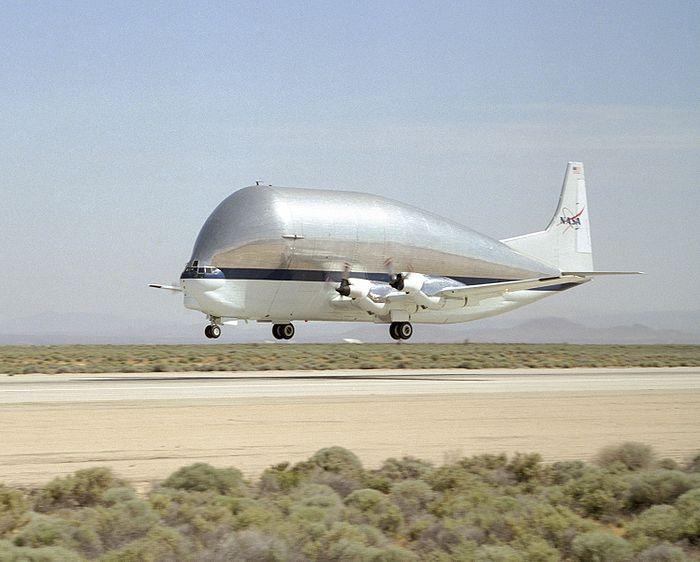 Les très gros porteurs 700px-Super_Guppy_N941_NASA