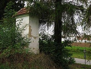 Výklenková kaplička s pohřebištěm z třicetileté války