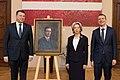 Svinīgā fotografēšanās pie Zigfrīda Annas Meierovica portreta Saeimas namā (28107035039).jpg