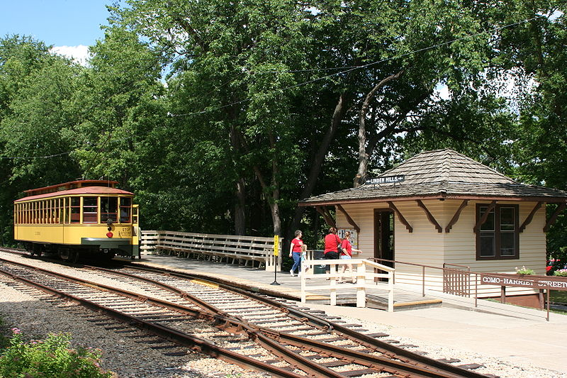 File:TCRT 1300 at Linden Hills Depot.jpg