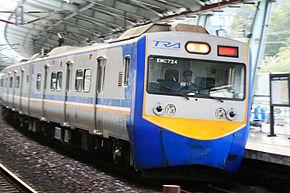 EMU700型電聯車行經汐科站