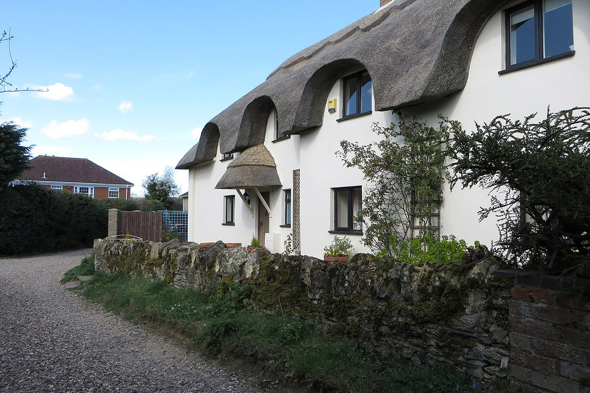 Thatched cottages on Thistley Lane - geograph.org.uk - 4424557.jpg