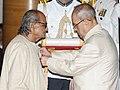 The President, Shri Pranab Mukherjee presenting the Padma Bhushan Award to Shri Ram Vanji Sutar, at a Civil Investiture Ceremony, at Rashtrapati Bhavan, in New Delhi on April 12, 2016.jpg