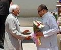 The Vice President, Shri Mohd. Hamid Ansari being received by the Governor of Maharashtra, Shri K. Sankaranarayanan on his arrival at Jalgaon Airport, Maharashtra on April 09, 2013.jpg