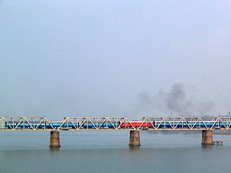 Netravati River - The Netravati railway bridge serves as the gateway to Mangalore.
