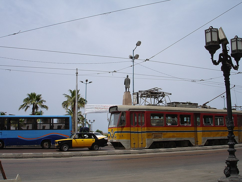 The yellow tram passing through Saad Zaghloul%27s square