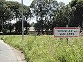 Theuville-aux-Maillots (Seine-Mar.) entrée.jpg