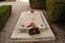 Tomba di Eleonora Duse nel cimitero di Asolo.