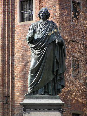 Nicolaus Copernicus Monument, Toruń - Image: Torun pomnik Kopernika 01