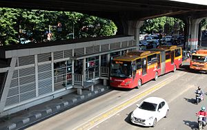 Transjakarta Articulated Bus Halte Rawasari 2