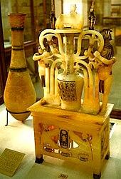 Un vase de parfum en alb 226 tre de la tombe de tout 226 nkhamon au mus 233 e