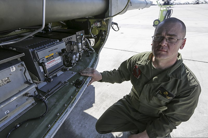 File:U.S. Marine Corps Gunnery Sgt. Patrick B. Caudle, CH-53 ...