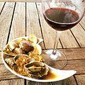Un vino rioja y almejas a la marinera (26569781882).jpg