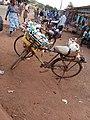Vélo servant à la vente de marchandises.jpg