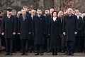 Vainagu nolikšana Rīgas Brāļu kapos (6333618451).jpg