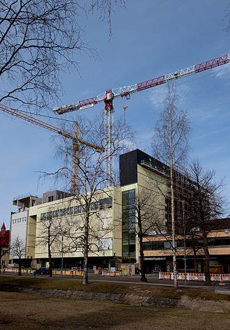 Shopping centre Valkea - Shopping centre's eastern facade under construction