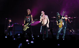 Velvet Revolver live in London 5 June 2007.jpg