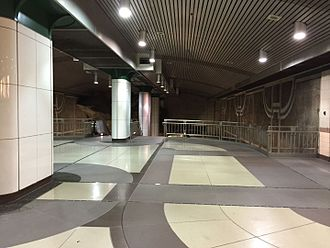 Vermont/Beverly station - Mezzanine level