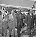 Vice-President van Suriname J Pengel in ons land De heer J de Quay ter begroe, Bestanddeelnr 915-2427.jpg