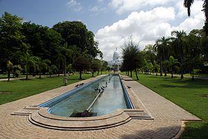 Viharamahadevi Park - Image: Viharamahadevi Park incl. Town Hall