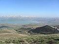 Vulkan Berg Nemrut (3050 m), Blick auf Tatvan am Vansee (40378054892).jpg