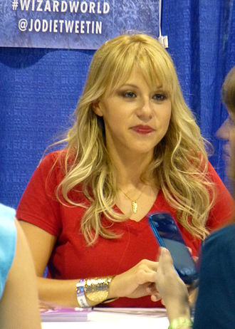 Jodie Sweetin - Sweetin at Wizard World Chicago in August 2015
