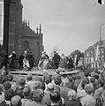 West Friese Folkloredag in Schagen, op het Kerkplein werd gedanst, Bestanddeelnr 916-6105.jpg