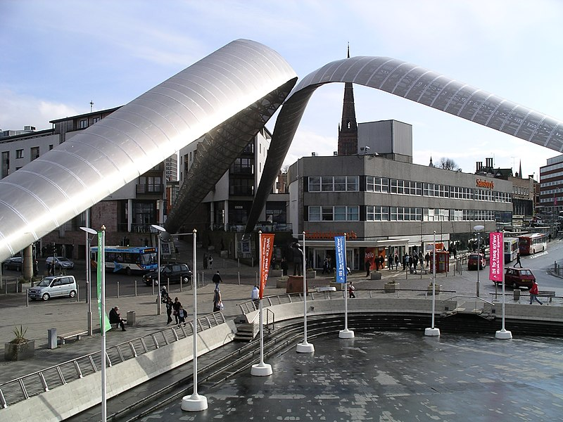 Lêer:Whittle statue and arches -Coventry4 -26m08.JPG