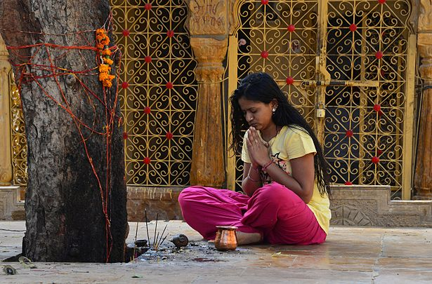 Woman praying, Jaisalmer.jpg