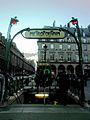 Édicule Guimard de la station Palais-Royal 1.jpg