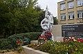 Братская могила советских воинов у школы, Плавск.jpg