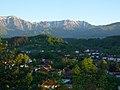Град Априлци на фона на Централен Балкан.jpg