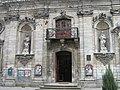 Золочів. Фрагмент фасаду костелу Небовзяття Пресвятої Діви Марії.jpg