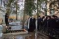 Молитва у могилы митр. Нестора (3234687443).jpg