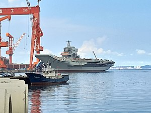 Type 001A aircraft carrier - Image: 停泊于大连港的001A